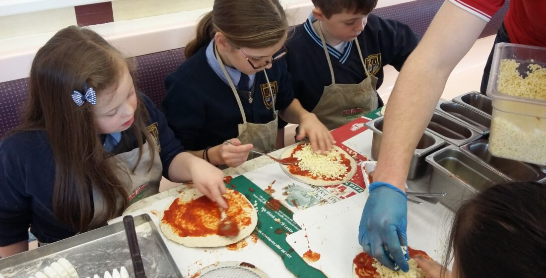 St. Aidan's National School - 3rd Class Making Pizza at Papa Johns - 2nd December 2015